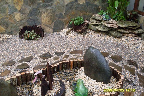 Jardin en pierre et du bois!